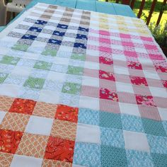 Gingham Quilt, Bee In My Bonnet, Quilt Making, Table Runners, Quilt Patterns, Projects To Try, Table Decorations, Quilts, Blanket