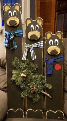 3 Country Bears 3 Country Bears cabin decor' is made from wooden pallets. Each bears has its own whimsical personality. Durable: can be used indoors or outdoors. Christmas Wood Crafts, Christmas Projects, Fall Crafts, Holiday Crafts, Crafts To Make, Christmas Diy, Christmas Decorations, Diy Crafts, Cabin Crafts