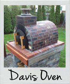 When the Moon hits your eye like a Big Pizza Pie. Well you know the rest. This Dino inspired outdoor pizza oven incorporates deeply colored brick and warm wood to make an inviting pizza oven! To see more pictures of this oven (and many more ovens) Big Pizza, Four A Pizza, Brick Bbq, Fire Pit Grill, Fire Pits, Pizza Oven Outdoor, Brick Oven Outdoor, Wood Fired Pizza, Backyard