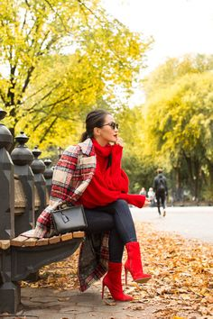 Fall in NYC :: Autumn coat & Red sweater Red Ankle Boots, Red Booties, Booties Outfit, Fall Winter Outfits, Autumn Winter Fashion, Autumn Coat, Look Fashion, Fashion Outfits, Womens Fashion