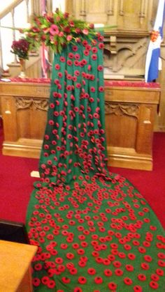 ideas for cascading poppies Knitted Poppy Free Pattern, Knitted Poppies, Art Projects, Projects To Try, Remembrance Day, Sunday School, Altar, Handicraft, Display