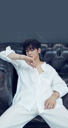 Discover recipes, home ideas, style inspiration and other ideas to try. Park Jin Woo, Cha Eunwoo Astro, Astro Wallpaper, Lee Dong Min, Handsome Korean Actors, Lee Soo, Cute Korean Boys, Kpop Guys, Kdrama Actors