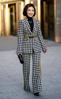 Haute Houndstooth from The Best Street Style From Fashion Week Fall 2019 : Straatstijl Outfits Office Fashion, Work Fashion, Fashion Outfits, Classy Fashion, Fashion Fashion, Fashion Shoes, Fashion Trends, Fashion Moda, Fashion Week