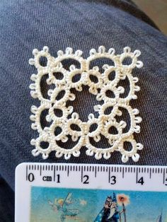 Diy Crafts - Great little square - Chiacchierino facilissimo: aunt's collar - pattern for the base motif Shuttle Tatting Patterns, Needle Tatting Patterns, Tatting Jewelry, Tatting Lace, Crochet Motif, Irish Crochet, Crochet Doilies, Lace Patterns, Crochet Patterns