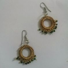 Simple Fawn earring with green beads
