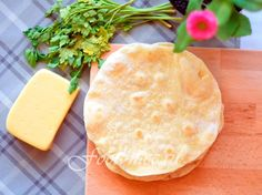 Тонкие листы тортильи для мексиканских блюд можно с легкостью выпекать на домашней сковороде