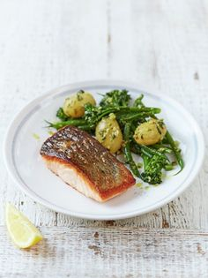 Salmon & Pesto-dressed Vegetables from Jamie Oliver's Food Revolution. Make this simple pan-fried salmon dish and serve with pesto dressed veggies for the perfect, tasty mid week meal. Plus make your own pesto with Jamie Oliver's easy recipe! Salmon Recipes, Potato Recipes, Fish Recipes, Seafood Recipes, Dinner Recipes, Cooking Recipes, Healthy Recipes, Beef Recipes, Cooking Ideas
