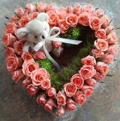 Grafstukje Corporate Flowers, Sympathy Flowers, Christmas Wreaths, Floral Wreath, Holiday Decor, Crafts, March, Roses, Parties