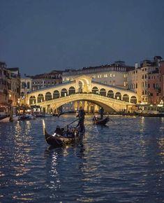 Italy Tourism, Rialto Bridge, Venice Travel, Mountain Vacations, Destin Beach, Best Places To Travel, Best Vacations, Venice Italy, Great View