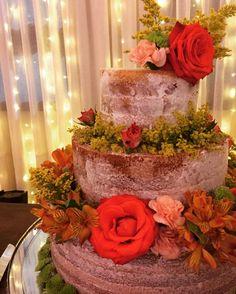 Procurando palavras pra descrever este bolo de casamento 😍😍😍😍😱😱😱🌹🌺🌼🌻💐 @luizabaziuk @marcianodecker Desejamos felicidades aos noivos! Obrigada pela confiança