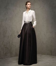 This long black dress is a cocktail dress (GRETA model) with a halter neckline and a bare back. Modest Fashion, Hijab Fashion, Fashion Dresses, Classy Fashion, Women's Fashion, Dress Skirt, Dress Up, Evening Dresses, Formal Dresses