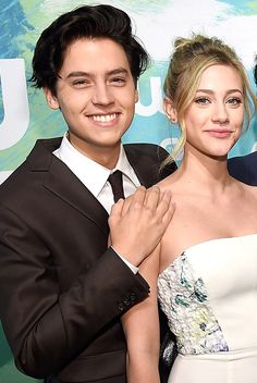 Riverdale s cole sprouse and lili reinhart are dating # reinhart Cole Sprouse Dating, Cole Sprouse Shirtless, Cole M Sprouse, Cole Sprouse Funny, Cole Sprouse Jughead, Lily Cole, Cleveland, Riverdale Betty And Jughead, Camilla Mendes