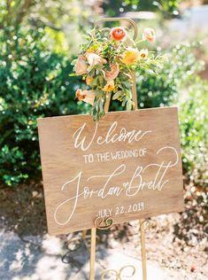 Rustic Wood Welcome Wedding Sign Garland Wedding, Wedding Reception Decorations, Wedding Table, Fall Wedding, Diy Wedding, Rustic Wedding, Wedding Ceremony, Wedding Ideas, Wedding Venues