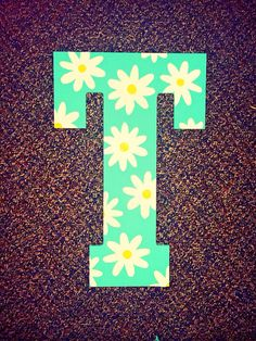 Do this around a picture frame! Daisy Hand Painted Wooden Letter by ShortsNBowsNSuch on Etsy Painting Wooden Letters, Painted Letters, Wood Letters, Painting On Wood, Hand Painted, Wood Crafts, Diy And Crafts, Arts And Crafts, Big Little Gifts