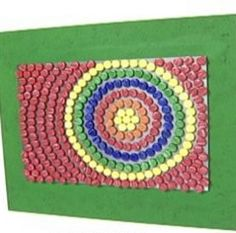 artesanato-ecologico-quadro-psicodelico-com-tampinhas-de-garrafas-1_0