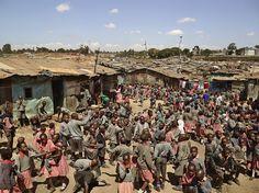 Une école à Mathare, Nairobi, Kenya — Valley View School. Ce lien présente la cour de récréation de différentes écoles dans le monde. Une image vaut mille mots. Liens intéressants à faire avec les thèmes de la justice et de l'avenir de l'humanité dans le programme ECR au secondaire.