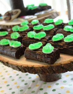 Gourmet Mom on-the-Go: Frogs on a Log