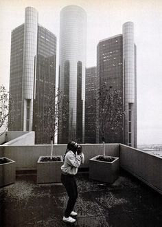 Stevie Wonder in Detroit circa 1986 Detroit Techno, Stevie Wonder, Old English D, Motown, Record Producer, American Singers, Beautiful World, Rock And Roll, Skyline