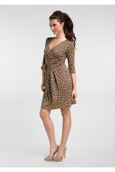 Great colour combo on this adorable printed wrap dress!