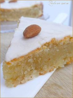 Almond or vegan almond cake {egg-free, lactose-free, gluten-free- L'amandier ou gâteau fondant aux amandes vegan {sans oeufs, sans lactose, sans gluten Almond or vegan almond cake {without … - Healthy Vegan Dessert, Vegan Cake, Healthy Desserts, Vegetarian Sweets, Healthy Cake, Keto Snacks, Dairy Free Recipes, Vegan Recipes, Vegan Thermomix
