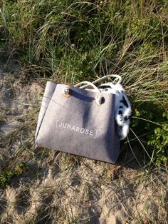 Ditte from the blog Marilyn's Closet took her JUNAROSE shopper to the beach for a little sun :-) #junarosefriends #junarose #shopperbag #beach @David Rose