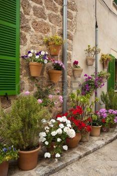 Rua da aldeia de montanha Valldemossa, Mallorca, Espanha photo