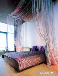 Shimmer canopy bed and star-lit ceiling. Russian source of photo: http://www.salon.ru/article.plx?id=6451=interior=286