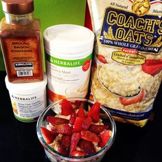 Look at all those beautiful strawberries on the Coach's Oats oatmeal! Thank you Tammy @msherbalife for sharing :]