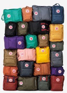 Cet objet du désir : Le sac à dos suédois En Suède, le Kånken est une institution. En 1978, alors que le débat sur les problèmes de dos chez les écoliers fait rage, Åke Nordin, le fondateur de Fjällräven, invente un sac à dos bon marché, ultraléger, aux bretelles renforcées, au logo « renard » réflecteur de lumière et à la capacité étudiée pour les livres et les cahiers. Trente-cinq ans plus tard, le modèle n'a pas bougé. 69,95 € sur Fjallraven.fr