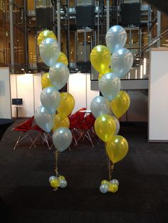 10 balloon arrangements for CommBank!