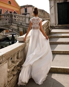 Julie Vino Venice SS 2018 #julievino #weddinggown #newcollection2018�� #venice���� #couture #fashion #laliegown http://gelinshop.com/ipost/1522047341879439595/?code=BUfZf5IDTDr