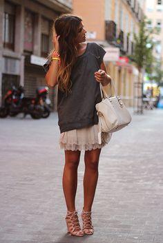 trendy_taste-look-outfit-street_style-studed_tee-camiseta_tachuelas-vince_camuto-zara-falda_gasa-lace_up_sandals-sandalias_cordones-8 by Trendy Taste, via Flickr