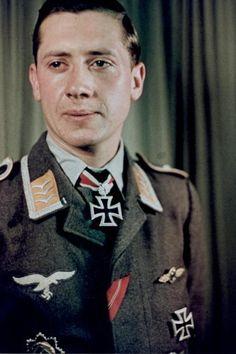 Feldwebel Ernst-Wilhelm Reinert (1919-2007), Flugzeugführer in der 4./Jagdgeschwader 77, Ritterkreuz 01.07.1942, Eichenlaub (131) 06.10.1942, Schwerter (130) 01.02.1945