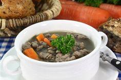 Als Suppeneinlage eignen sich Leberspätzle allemal. Das Rezept wird mit Zwiebel angereichert und in einer Pfanne gebraten. Pot Roast, Pizza, Beef, Ethnic Recipes, Food, Soups And Stews, Roast, Meat, Cooking
