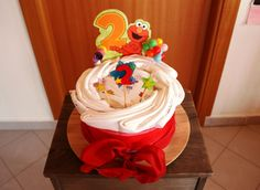 Large Size Cloth Diapers Elmo Cake for my daughter's 2° birthday. So we can move to eliminate diapers in a natural and funny way - MADE by Francesca Gentile / Torta di Pannolini di stoffa misura grande a tema Elmo. Così possiamo avviarci allo spannolinamento in modo naturale e divertente - REALIZZATA da Francesca Gentile