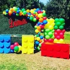 Lego Party Decorations, Birthday Table Decorations, Balloon Decorations, Lego Themed Party, Lego Birthday Party, Birthday Parties, Cool Lego, Awesome Lego, Lego Balloons