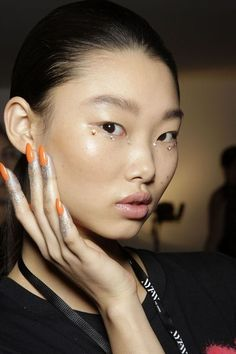 Nail artist Miss Pop created an arresting nail look, using a neon polish and then dusting the fingers with silver glitter. Vogue Beauty, Glamour Beauty, Spring Nails, Summer Nails, Eye Makeup Art, Makeup Stuff, Runway Makeup, Glitter Makeup, Glitter Nails