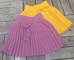 Hækleopskrift på klassiske nederdel til de små børn. Kan hækles i alpakka uld, merino eller bomuld. Størrelser: 50, 56/62, 68/74 svarende til 0-1,...