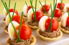 Kuipje gevuld met een mousse, kwartelei en tomaatje !