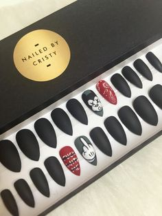 Matte Black Handpainted Mickey stiletto press on nails. Set includes 24 nails size 0 to 9 and comes with an extra size 5 and 6. With your order you will also receive a mini nail file, orange wood stick and buffer as well as instructions on how to apply and remove the nails.  Nail glue not included.   This set is ready to ship. Made to order: For Made To Order nails please allow 1-3 business days to execute and ship. Please note that all my nails are hand painted and at times the sets wont…