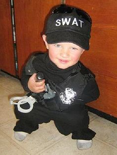 Baby police - love those blue eyes! Hollween Costumes, Swat Costume, Police Costumes, Costume Ideas, Police Love, Police Family, Police Officer Halloween, The Simpsons Show, Firefighter Emt
