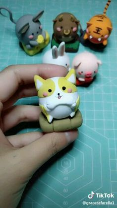 Figure en fimo en forme de chaton – Hobbies paining body for kids and adult Polymer Clay Kawaii, Fimo Clay, Polymer Clay Charms, Polymer Clay Projects, Polymer Clay Art, Clay Crafts, Polymer Clay Halloween, Polymer Clay Figures, Polymer Clay Animals