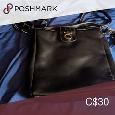 Black purse Brand new black purse never used. Bags Shoulder Bags and 🛍️ Bags and Purses 🛍️ und Purse Brands, Black Purses, Michael Kors Hamilton, Purses And Handbags, Fashion Bags, Brand New, Best Deals, Diaper Bags, Shoulder Bags