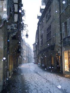 Snow falling on the Rue Verrerie ... Dijon, France  http://www.pinterest.com/adisavoiaditrev/