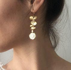 Contemporary porcelain jewelry by a Danish designer — Bora Bohème Ethical Fashion, Womens Fashion, Pearl Earrings, Drop Earrings, Porcelain Jewelry, Danish, Jewelry Box, Jewerly, Fashion Inspiration