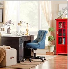 Love this Home Office. Cozy and spacious~