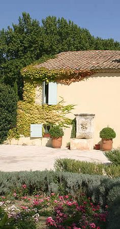 Farmhouse Living | Cottage in Provence