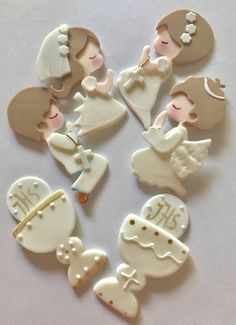 First Communion Figurines. First Holy Communion Cake, First Communion Favors, Holy Communion Dresses, Communion Gifts, Communion Centerpieces, Communion Decorations, Comunion Cakes, Cake Paris, Holy Communion Invitations