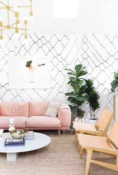 graphic black and white wall paper with pink sofa and tan chairs green and pink interior home decor Rosa Sofa, Moroccan Wallpaper, Living Room Designs, Living Room Decor, Living Rooms, Home Design, Interior Design, Modern Interior, Interior Ideas