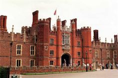 Hampton Court: favorite palace of King Henry VIII